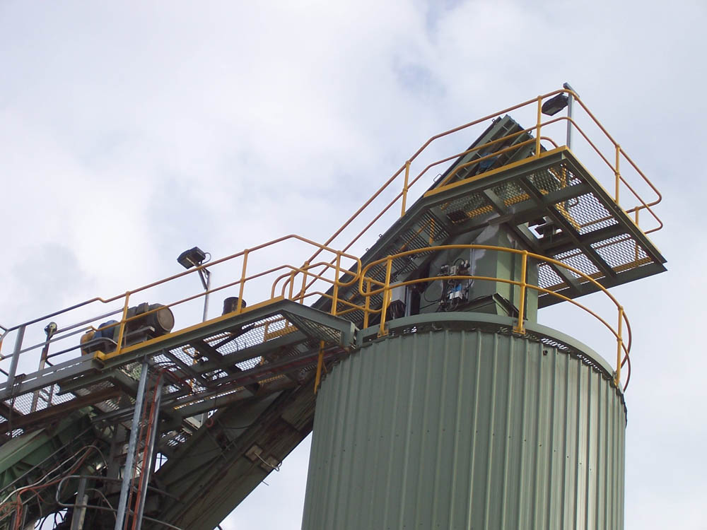 An image of the top of the silo and slat conveyor